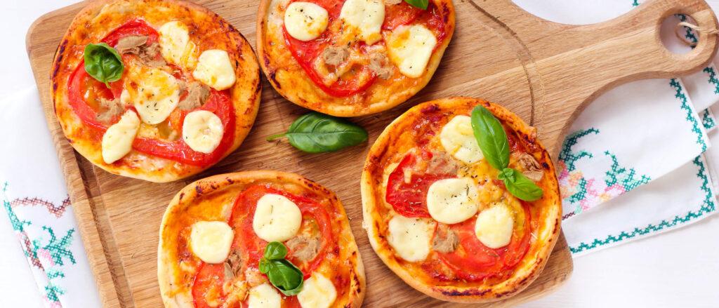 tuna mini pizza