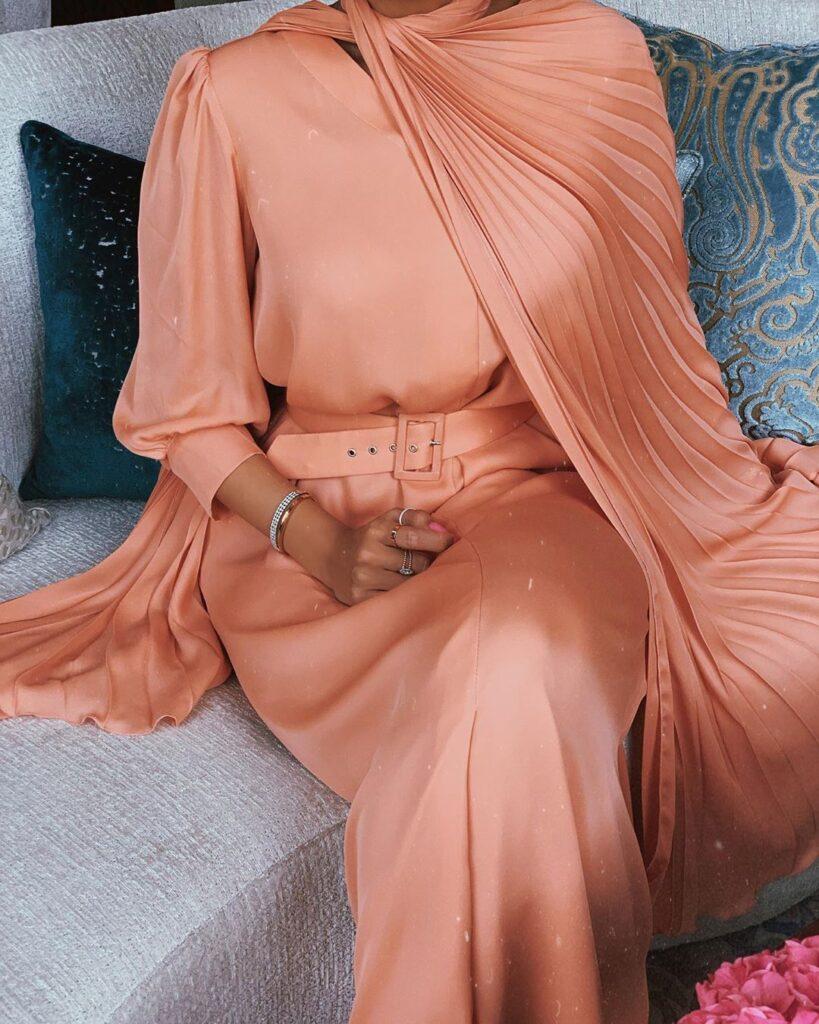 how to wear peach